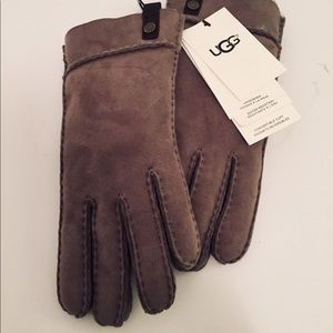 UGG Sheepskin Tenney Glove Brand New